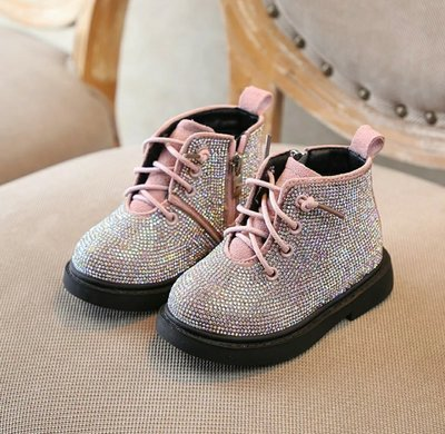 Мега крутые демисезонные ботиночки 22,23,24,25 размеры.