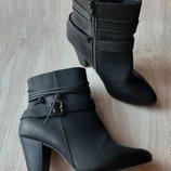 Чёрные деми ботиночки на каблучке