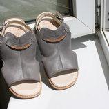 Кожаные босоножки Clarks на девочку 30 размер