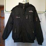 Мужская черная зимняя теплая куртка на синтепоне с капюшоном