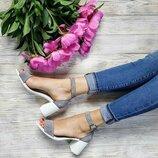 Замшевые босоножки на каблуке.Хит