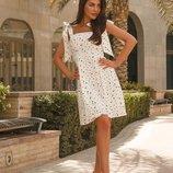 Платье в трендовый гороховый принт контрастного цвета XS-L.