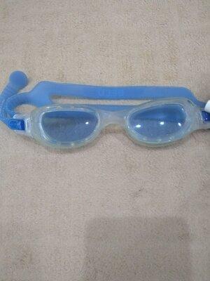 Продам в идеальном состоянии,фирменные beco,очки для плавания.