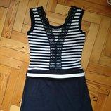Летнее оригинальное платьице с отделкой гипюром по спинке темно-синего цвета платье в полоску