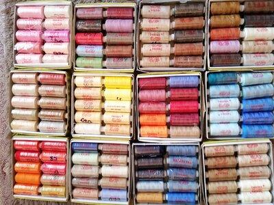 Набор ассорти швейных ниток Ideal состоит из 10 катушек намоткой по 400 ярдов.