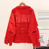 Женская джинсовая куртка рванка с пайетками на спине красная