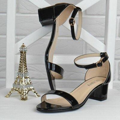 Босоножки женские на широком устойчивом каблуке Fairy черные лакированные