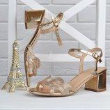 Босоножки женские на широком устойчивом каблуке Cleopatra золотистые