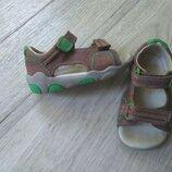 Полностью кожаные сандалии босоножки Clarks 13,5см,5G