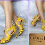38-39р Кожа Новые Minelli Франция,желтые лаковые босоножки