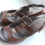 кожаные босоножки на тнакетке clarks 4.5р.37-37.5р