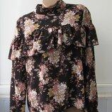 Блуза под горло, с воланом на груди, длинный рукав. Influence