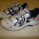 Оригинальные крепкие кроссовки Asics р. 39-40 стелька 25- 25,5 см