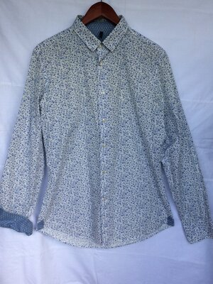 Продам летнюю рубашку Benetton. Очень хорошее состояние. Недорого