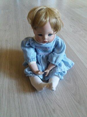 Кукла Ashton-drake Hannah Needs a Hug Doll
