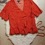 красная в точку блуза топ на запах с рюшами воланами снизу и короткий рукав батал большой