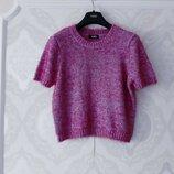 Размер М Яркий фирменный свитер безрукавка