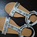 Босоножки серебрянные, блестящие р 39 - 25,3 см, сандалии