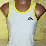 Майка - борцовка Adidas белая с желтыми ободками.