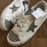 Кроссовки на шнуровке со звездочками , разные