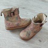 Кожаные ботинки,фирменные,стильные сапожки.