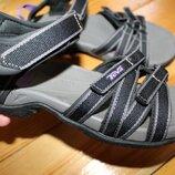 38 разм. Фирменные сандалии Teva. Состояние идеальное Длина по внутренней стельке - 24,5 см.и 25 см.