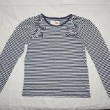 Полосатая бело-синяя футболка TU с длинным рукавом. На девочку 9 лет. Рост 134 см.