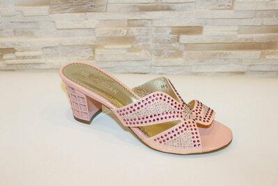 Стильные шлепанцы на каблуке со стразами белые, розовые, голубые