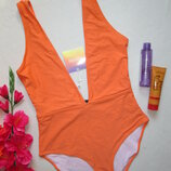 Бесподобный сексуальный яркий сдельный купальник глубокое декольте цвета апельсин Missguided.