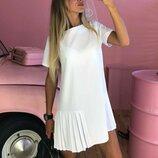 Легкое, стильное платье с плиссировкой