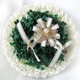 Дизайнерская свадебная подушечка из роз круглая с самшитом айвори LA BEAUTY Studio