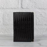 Мужская кожаная обложка для паспорта desisan черная с тиснением под рептилию