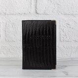 Обложка для паспорта кожаная черная рептилия Desisan