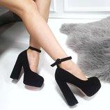 Женские замшевые высокие туфли с ремешком