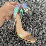 Голлографические прозрачные босоножки на прозрачном каблуке