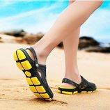 Пляжные шлепанцы кроксы