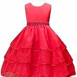Красное платье с поясом из бусин и камней