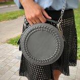 Стильная круглая серая сумочка