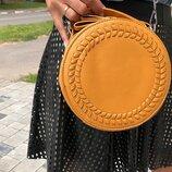 Стильная круглая желтая сумочка