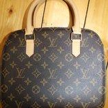 Louis Vuitton сумка кожа Одно большое отделение и два маленьких по бокам сумки. высота - 23,5 см.,