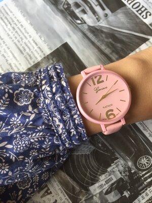 Часы наручные женские на тонком ремешке розовые