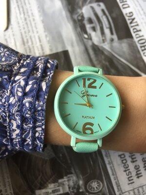 Часы наручные женские на тонком ремешке