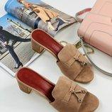 Шлепанцы кожаные женские замшевые бежевые на каблуке