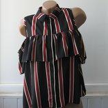 Рубашка безрукавка шифоновая с воланом на груди и вырезами на плечах. Quiz