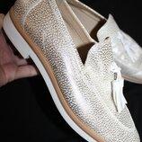 40 разм. Geox шикарные туфли - лоферы. Кожа золото. Состояние новых Длина по внутренней стельке -