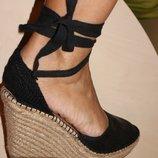 Босоножки на шнуровке на плетеной подошве