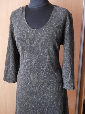 Элегантное платье из набивной стрейчевой ткани с искоркой.размер 52,56,58.