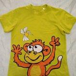 Яркая футболка на 4-6 лет