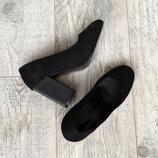 Туфли на интересном каблуке. Черные.