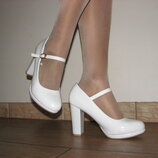 Белые лаковые туфли устойчивый каблук с ремешком маленькие размеры 34 35 36 37 38